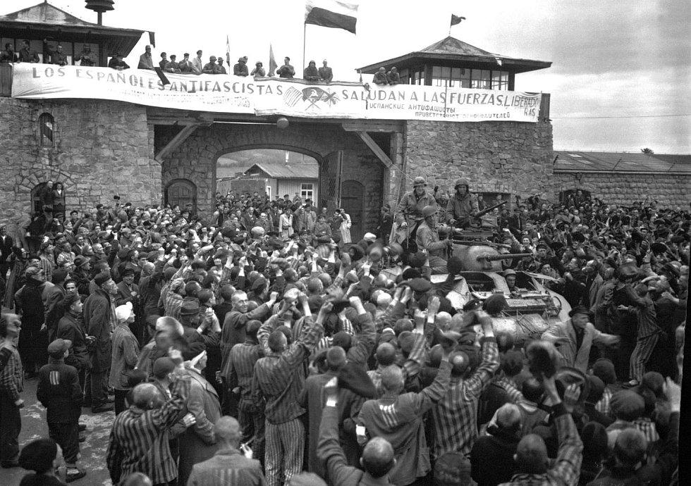 Americké jednotky vstupují do Mauthausenu, 6. května 1945