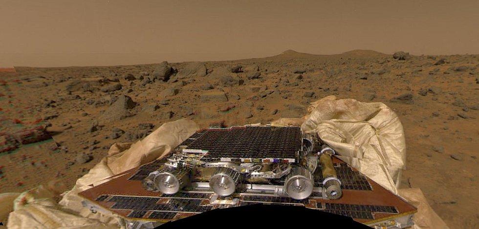 První vozítko, které se projelo po povrchu Marsu, byl rover Sojourner v devadesátých letech.