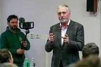 Kandidát na prezidenta české republiky Miroslav Topolánek.Dolní oblast Vítkovic - jazykové gymnázium Hello