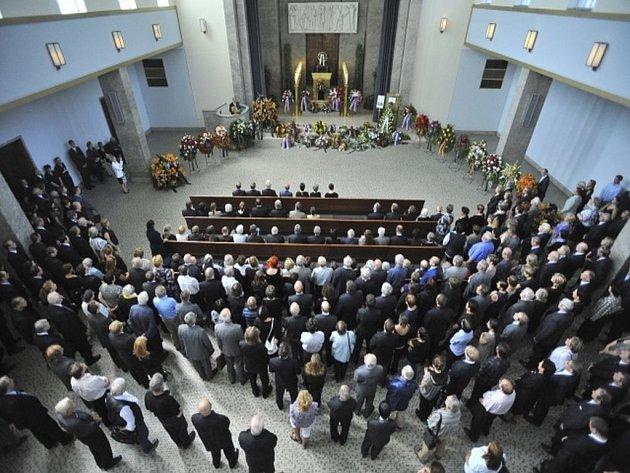 Pohřeb se měl původně konat v úzkém rodinném kruhu v Řevnicích. Rodina ale vyhověla přání Rytířových kolegů a přesunula pohřeb do pražských Strašnic. Ilustrační foto