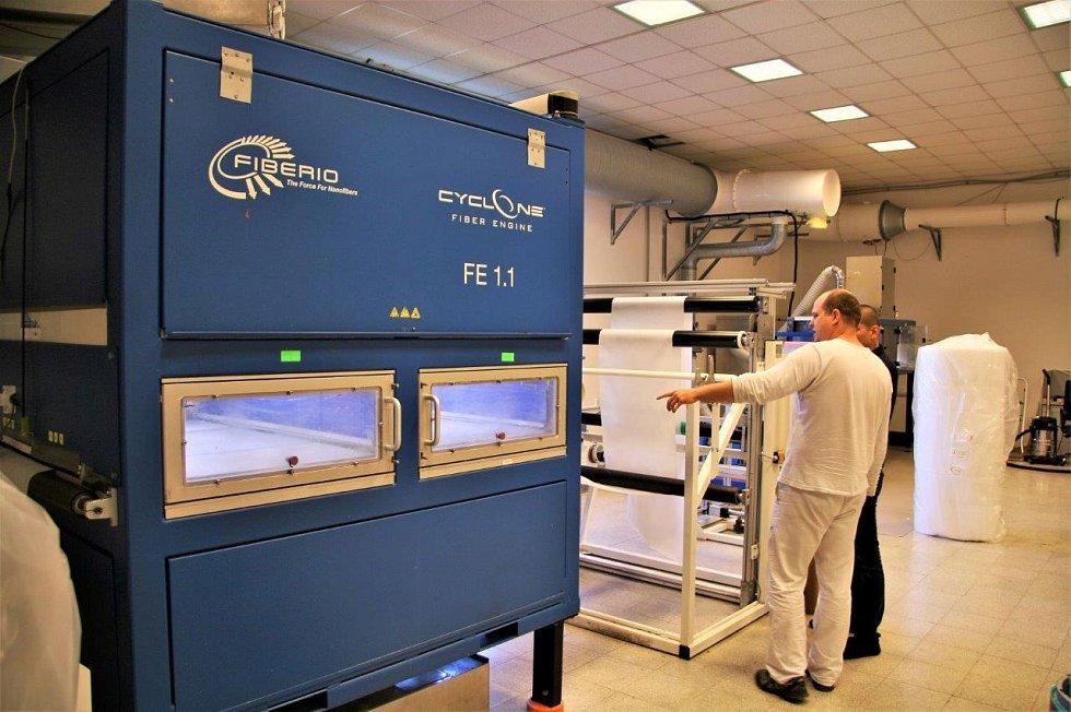 Dnes tato česká společnost jako jediná firma na světě používá k výrobě technologii odstředivého zvlákňování – pro představu obdobu výroby cukrové vaty.