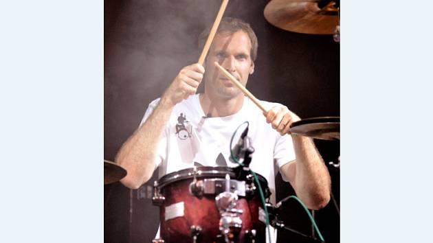 Petr Čech si rád zahraje na bicí