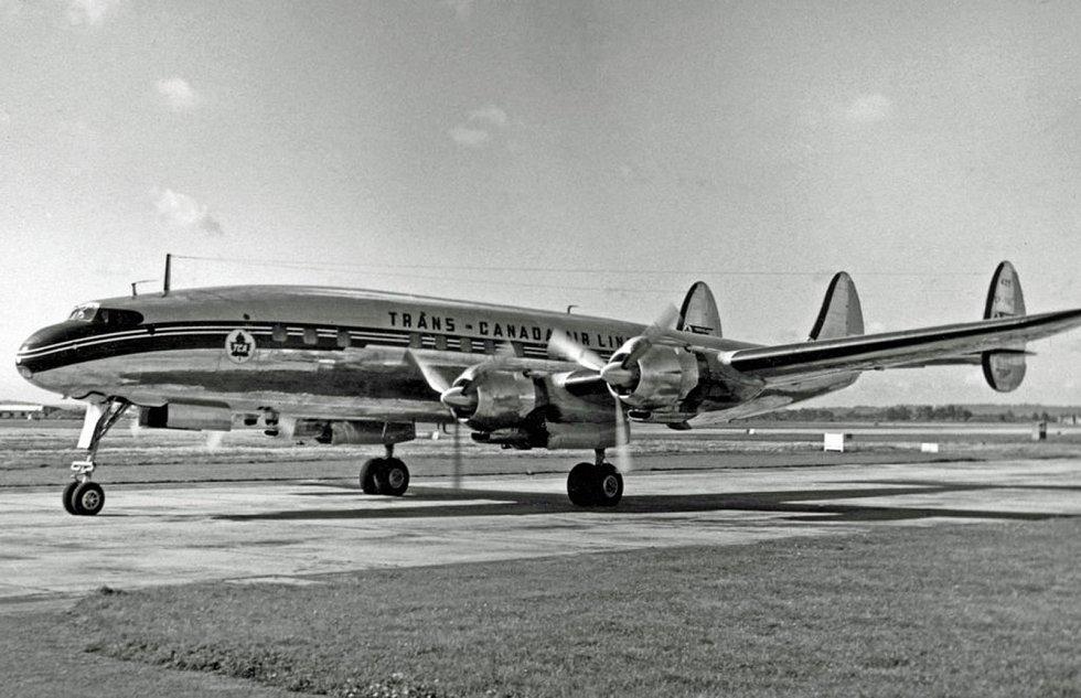 Letoun Lockheed L-1049C Super Constellation společnosti Tranc-Canada. Podobné letadlo bylo účastníkem kolize nad Grand Canyonem v roce 1956.
