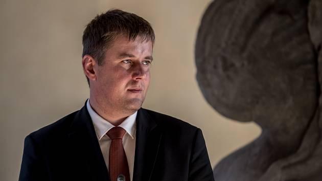 Tomáš Petříček byl jmenován ministrem zahraničních věcí.
