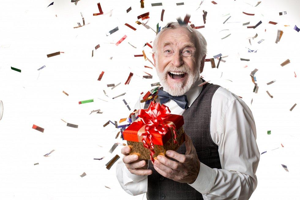 """Úvěrové společnosti lákají spotřebitele na """"výhodné půjčky bez záruky a ihned"""" slogany jako """"Dopřejte si bohaté Vánoce!"""" a podobně."""