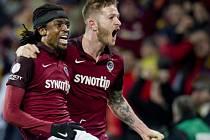 Ondřej Mazuch a Costa slaví výhru Sparty v derby