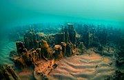 Starověké hradby objevené pod hladinou Vanského jezera