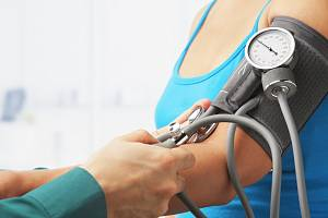 Měření krevního tlaku - Ilustrační foto