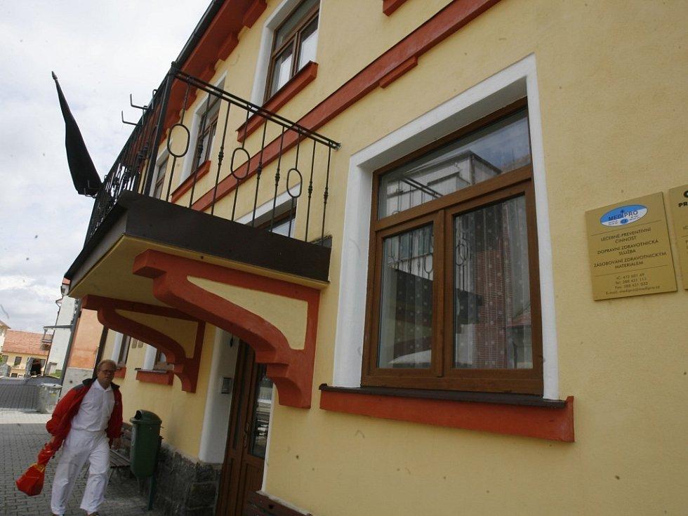 Dům, kde sídlila soukromá lékařská pohotovost a ordinace tragicky zesnulého doktora.