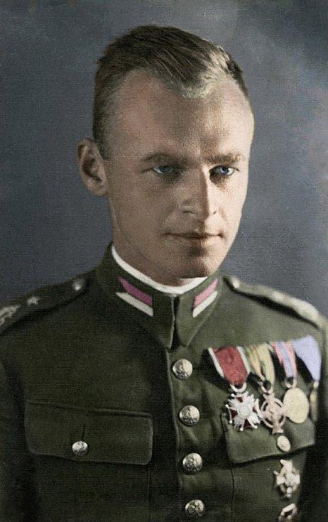 Podporučík jezdectva Witold Pilecki na předválečné fotografii