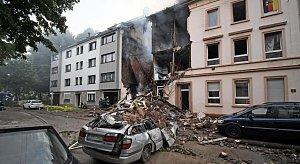 Dům v německém Wuppertalu, který v noci zničil výbuch.