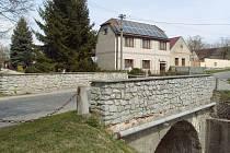 Dnešní mostek v Bošilci. Kdysi u něj stávala hospoda.