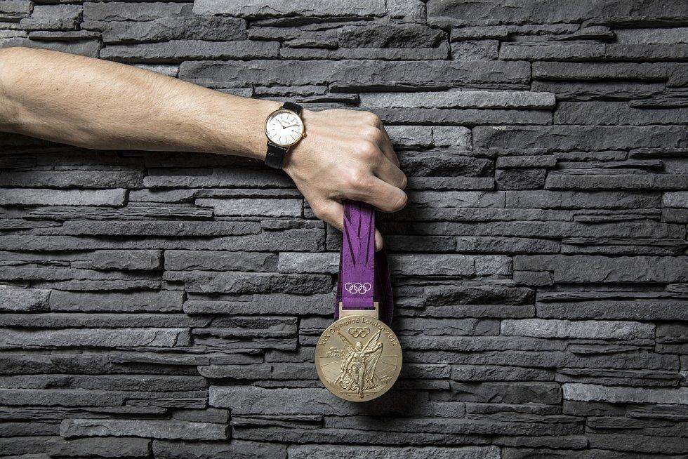 David Svoboda se svoují zlatou olympijskou medailí z Londýna 2012.