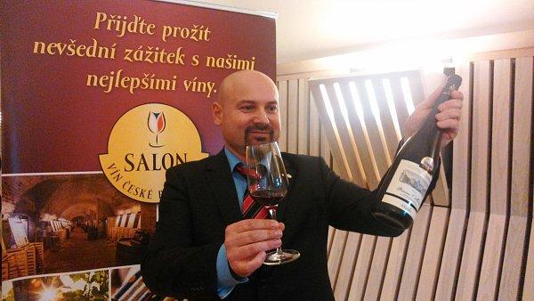 Merlot, výběr zhroznů 2012, barrique zvinařství Chateau Valtice – Vinné sklepy Valtice se stal šampionem prestižní soutěže Salon vín.