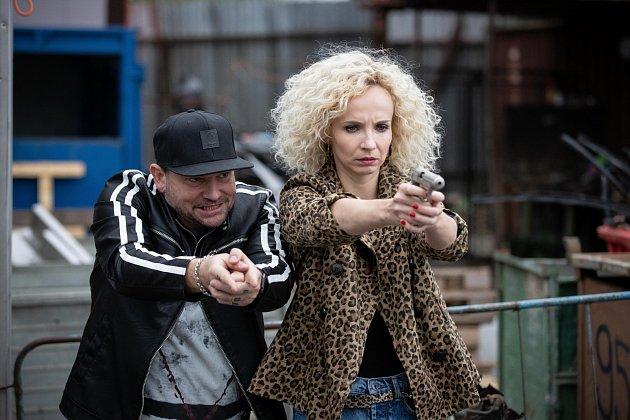Momentka zfilmu Bábovky. Jana Plodková a Marek Taclík