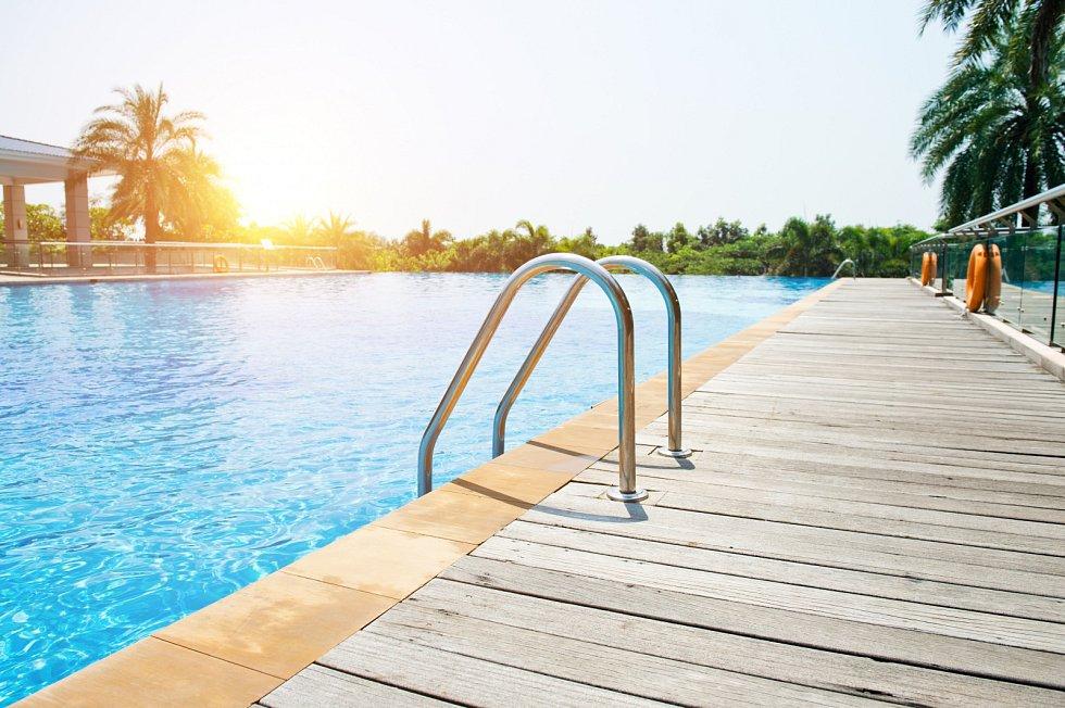 V loňském roce započatá poptávka po bazénech pokračuje i v letošním roce. A podle prodejců doslova trhá rekordy.