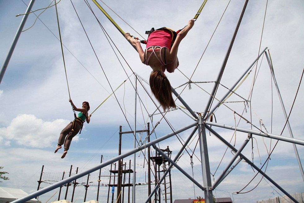 Ti mladší pak zcela jistě ocení bungee trampolínu…