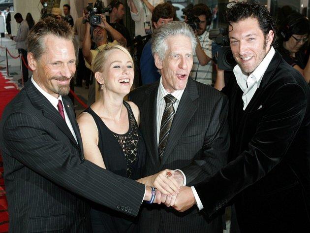 HRDINOVÉ TORONTA. Nový film Davida Cronenberga v Torontu obdržel hlavní cenu, kterou volí sami diváci. Na premiéru ho doprovodili herci Viggo Mortensen, Naomi Wattsová a Vincent Cassel.