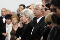 Sestra Jana a bratr Petr při posledním rozloučení s hercem a bývalým ministrem kultury Martinem Štěpánkem, které se konalo 24. září v obřadní síni strašnického krematoria v Praze.