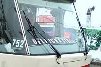 Řidič tramvaje propaguje Dělnickou stranu