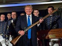 Donald Trump při návštěvě vojenské školy v roce 2015.