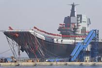 Čínská letadlová loď; patrně ponese jméno Šan-tung