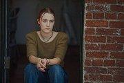 MÍT KŘÍDLA. Christine (skvělá Saoirse Ronanová) si nechává říkat výhradně Lady Bird.