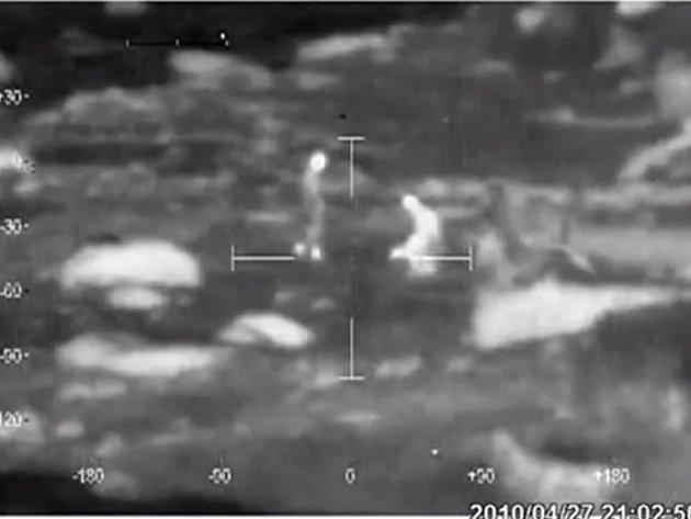 Vojáci v Afghánistánu při monitorování situace prostřednictvím kamery s infračerveným viděním nenarazili na teroristy, ale na tři muže, kteří znásilňovali kozu.