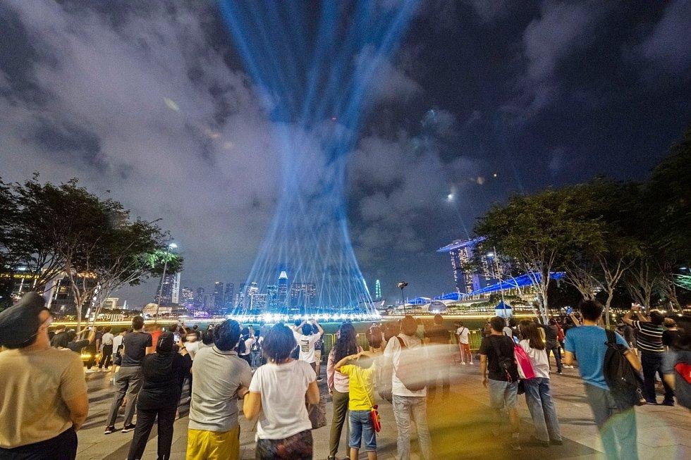 Novoroční ohňostroj v Singapuru nahradila v letošním roce světelná show