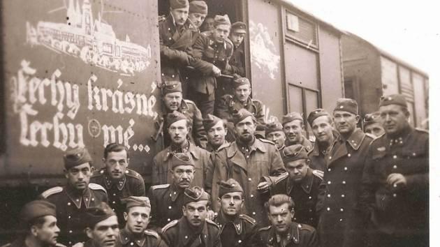 Odjezd vládních vojáků do Itálie