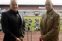 Třetí ročník republikového finále projektu Odznak všestrannosti olympijských vítězů, za nímž stojí olympijští vítězové v desetiboji Roman Šebrle (vpravo) a Robert Změlík.