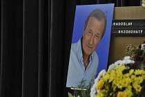 Poslední rozloučení s divadelním a filmovým hercem Radoslavem Brzobohatým se konalo 21. září ve strašnickém krematoriu v Praze.