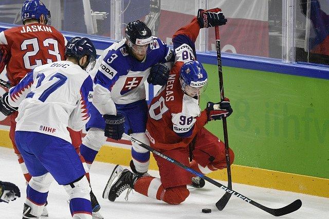 Dmitrij Jaškin (vpravo) rozhodl bitvu se Slovenskem.