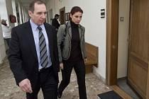 Kateřina Pancová a Petr Kott u soudu. Ilustrační foto.