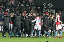 Rok 2019. Fotbalisté Slavie se radují z postupu do čtvrtfinále Evropské ligy.