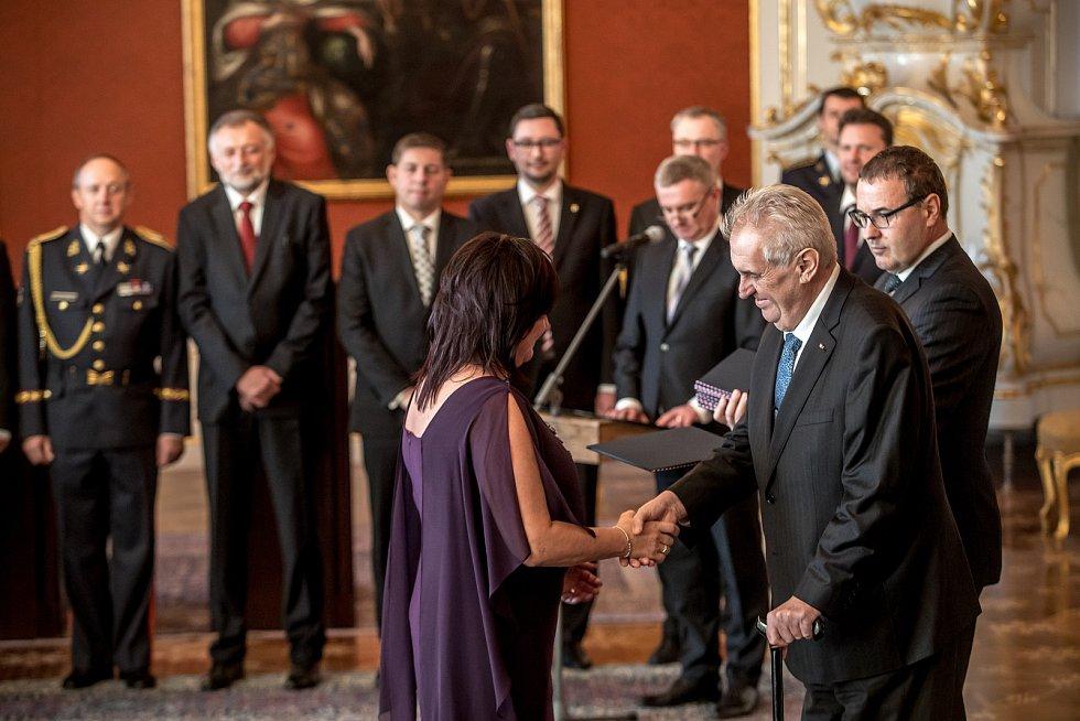 Prezident Miloš Zeman jmenoval 13. prosince na Pražském hradě menšinovou vládu Andreje Babiše.