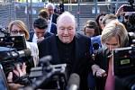 Bývalý australský arcibiskup Philip Wilson před novináři