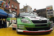 Český jezdec Jan Kopecký obsadil v první etapě Rallye Monte Carlo šesté místo. Úvodní podnik seriálu Intercontinental Rally Challenge vede po čtyřech rychlostních zkouškách Fin Juho Hänninen.