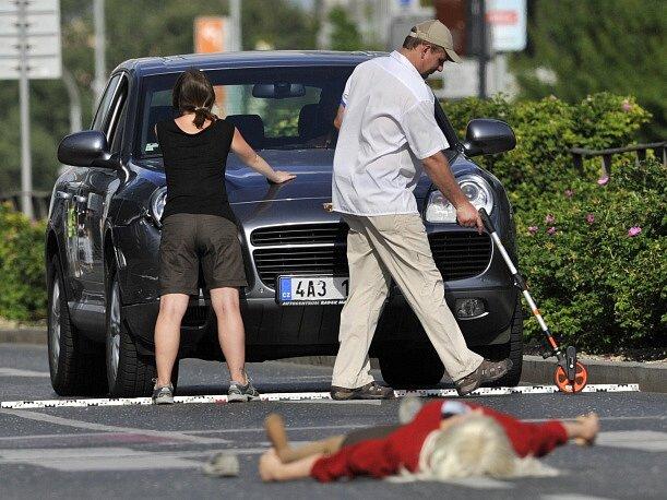 V pražské Vyskočilově ulici začala 23. června před polednem rekonstrukce nehody, při které podle policie opilý lobbista Roman Janoušek srazil 23. března jedenapadesátiletou ženu.