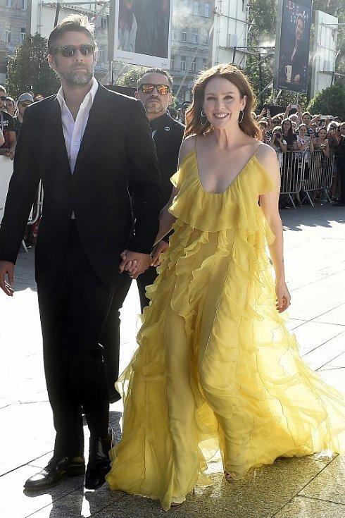 Režisér Bart Freundlich a herečka Julianne Moore na festivalu v Karlových Varech