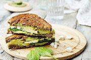Zapečený sendvič s avokádem