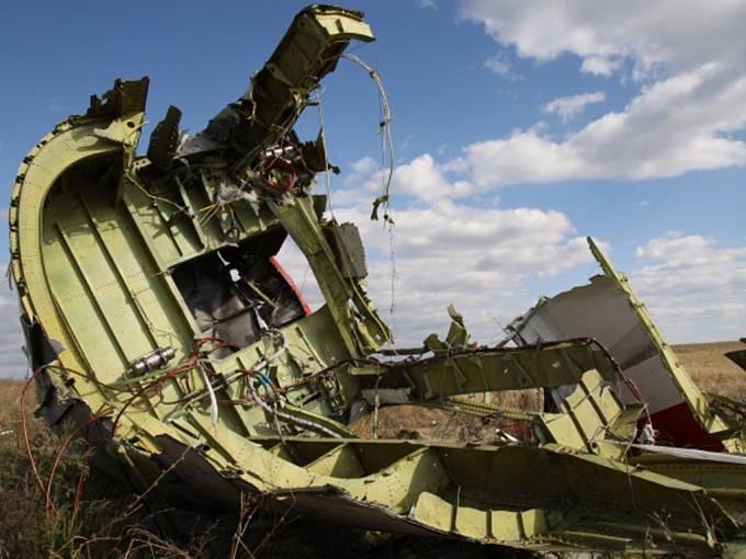 Jeden z pasažérů malajsijského letu MH17, který byl v červenci nad východní Ukrajinou podle všeho sestřelen, měl na sobě kyslíkovou masku.