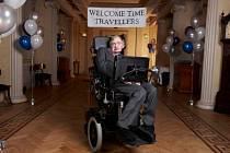Stephen Hawking a jeho párty pro cestovatel časem. Nikdo na ni nepřišel.