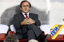 Prezident UEFA Michel Platini má důvod se mračit. Polsko jim přidělává jeden problém za druhým.