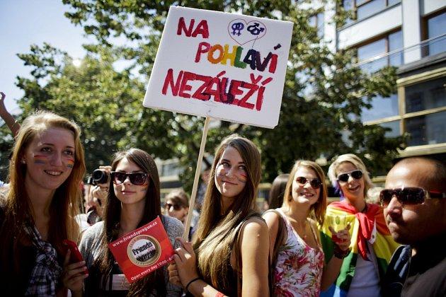 V průvodu hrdosti prošli Prahou tisíce lidí.