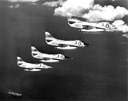 Letouny Douglas A-4 Skyhawks monitorovaly situaci ze vzduchu, výraznější letecké podpory se však invaze nedočkala