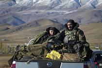 Arménští vojáci na hranici s Náhorním Karabachem