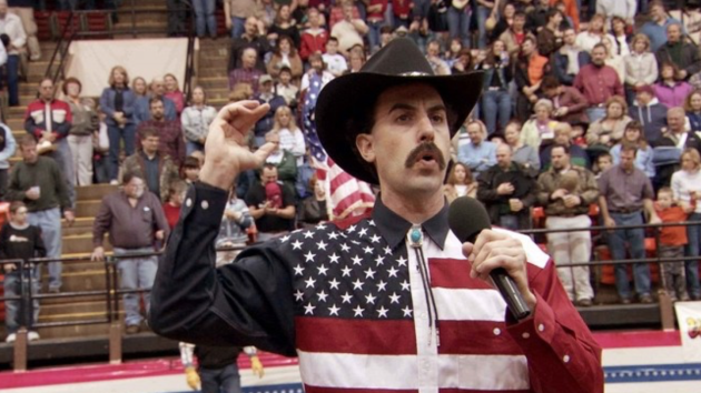 Borat se vrací a chce ovlivnit americké volby.