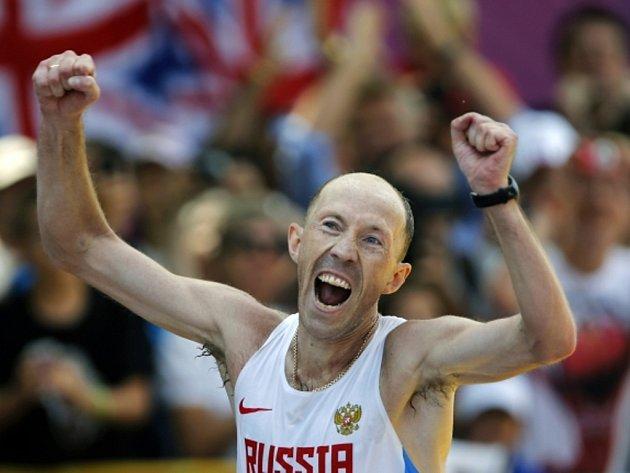 Sergej Kirďapkin vyhrál v olympijském rekordu chodecký maraton.