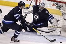 Ondřej Pavelec v zápase s Minnesotou povolil soupeři jen jeden gól a pomohl tak Winnipegu k výhře 5:1.